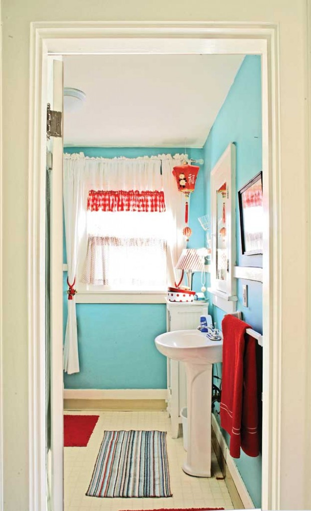 Small Decorated Bathroom