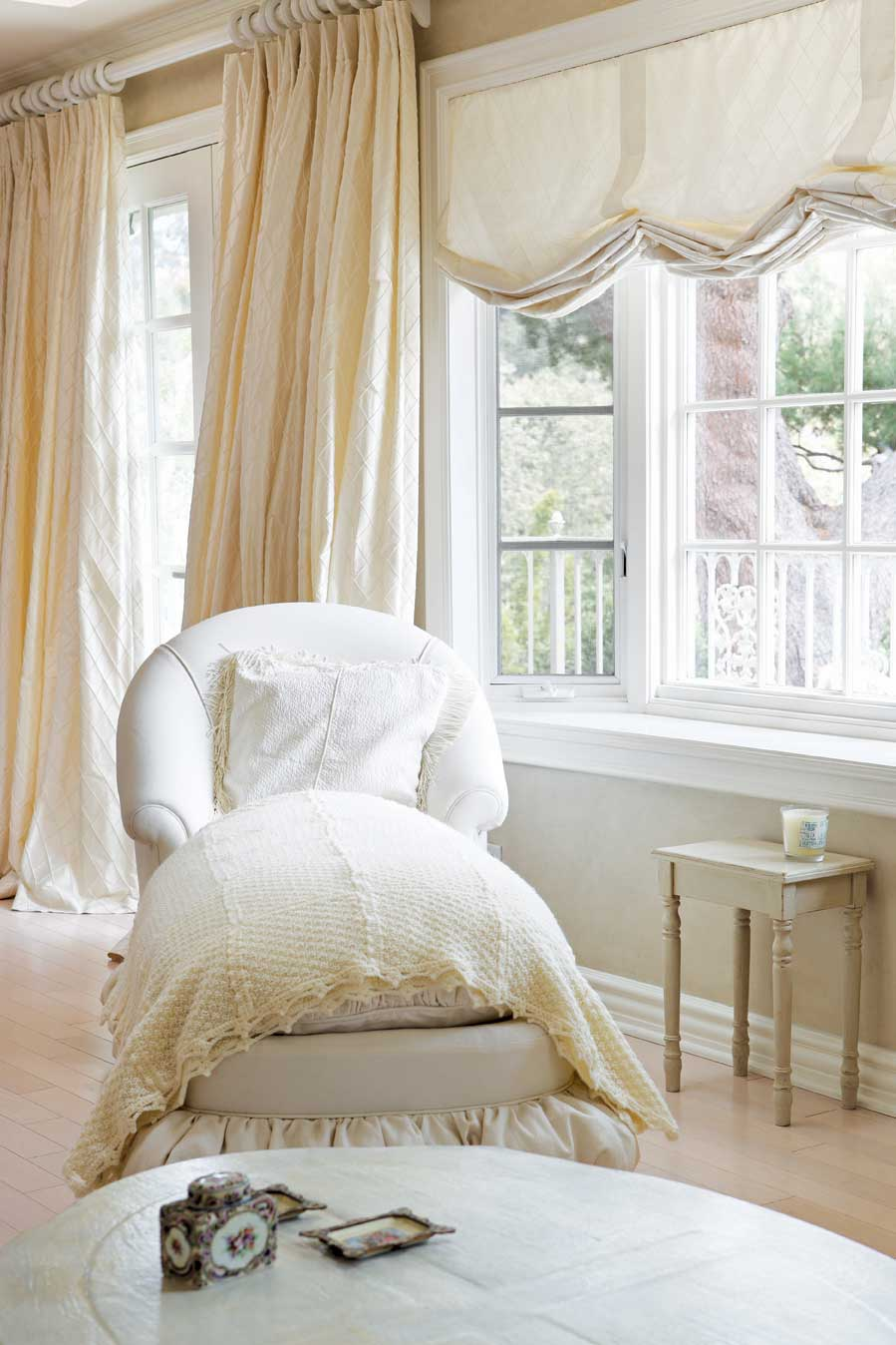 Romantic Bedroom For Her White Romantic Bedroom Design And Decorating Ideas