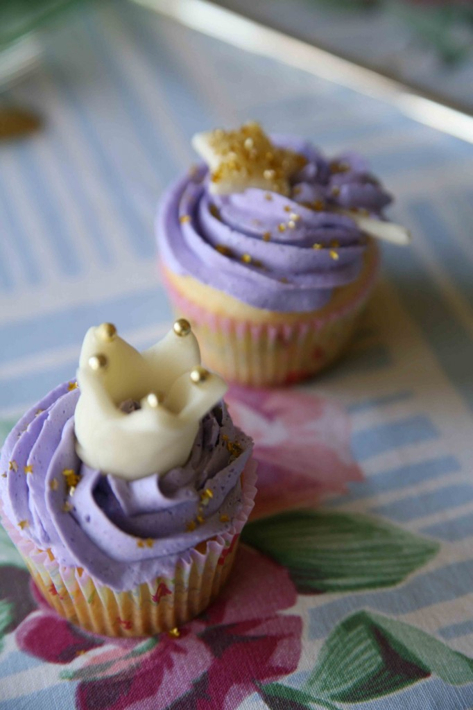 Romantic Crown Cupcakes