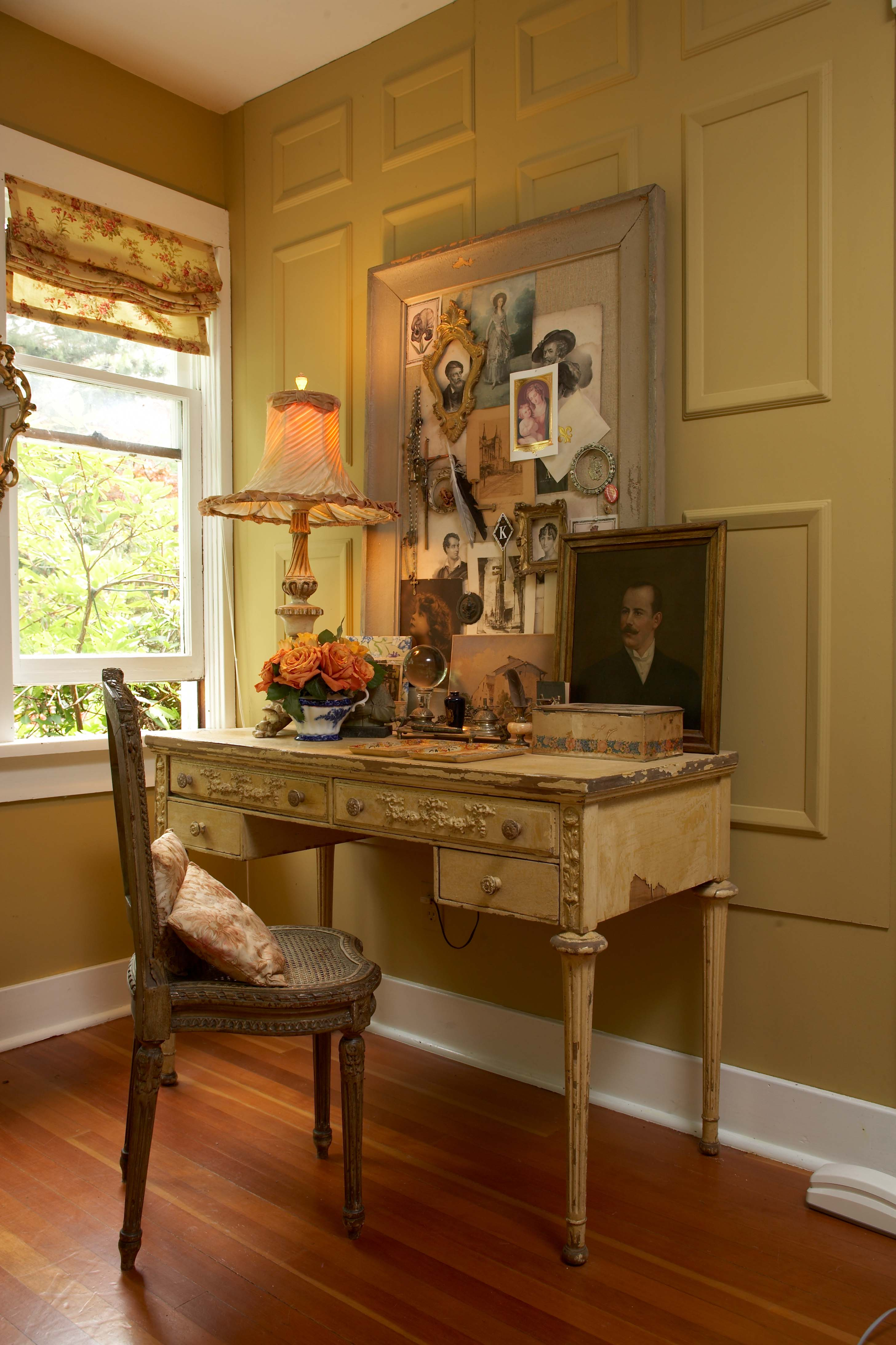 Romantic Desk Nook for Fall