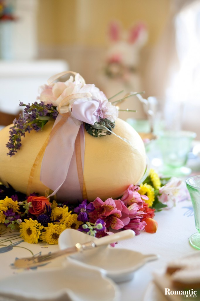 Add vintage charm to your Easter table with these helpful hints.