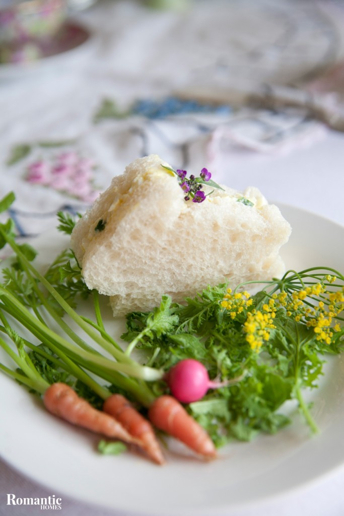 Add spring charm to your Easter table with these helpful hints.