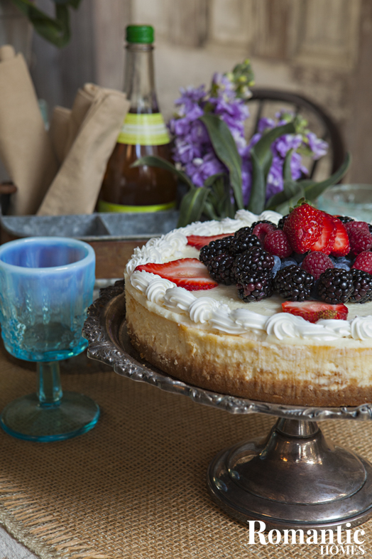 Upcycled Style: Vintage cake platter with fruit-topped cheesecake