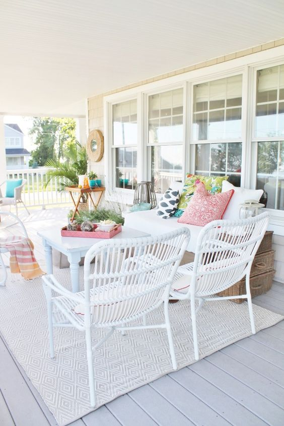 Coastal style patio with neutral rug