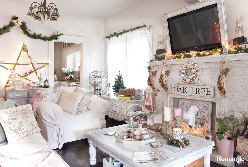 house tour: carrying on holiday decorating traditions - romantic homes