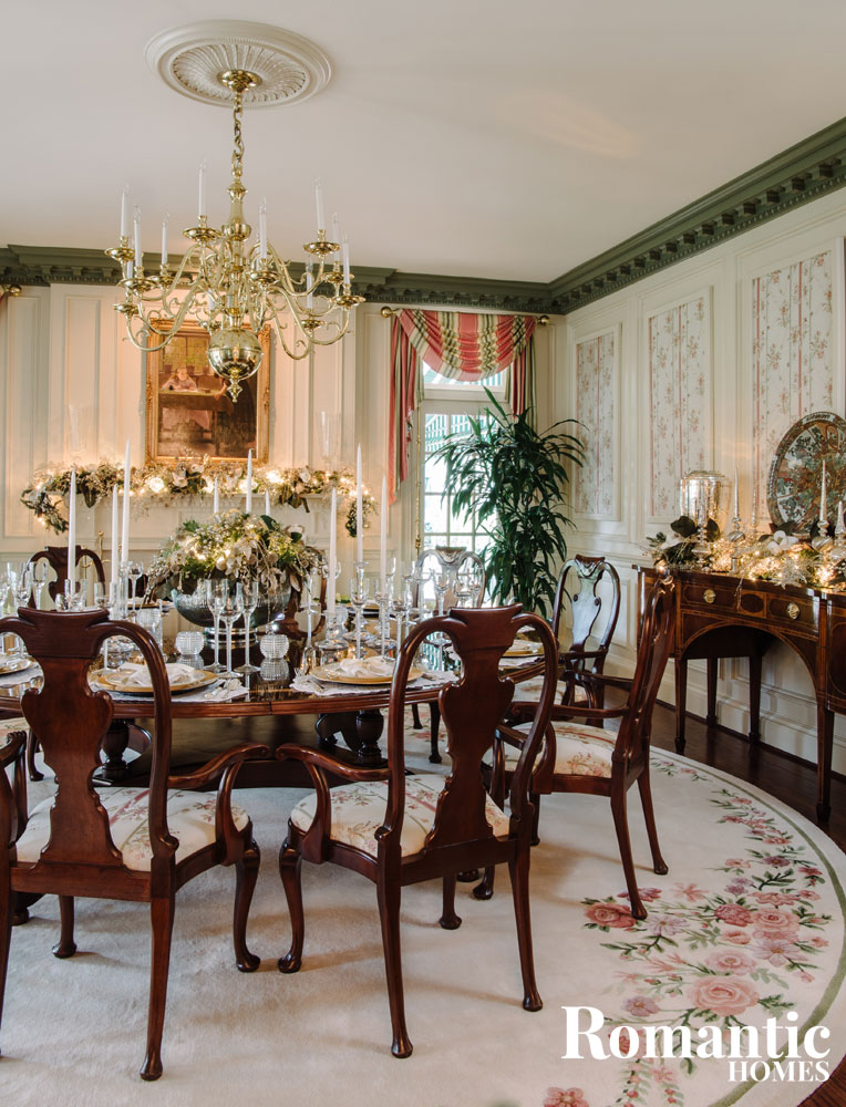 Elegant dining room with christmas decorations