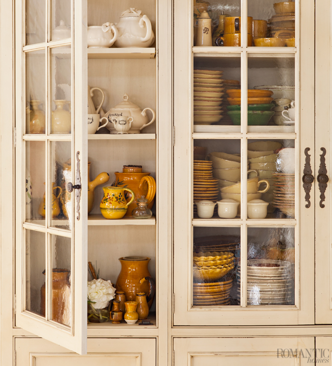 Timelessly elegant, glass cabinet doors are the perfect compromise between open-shelving that shows off your beautiful collection of kitchenware and dust-free dishes.