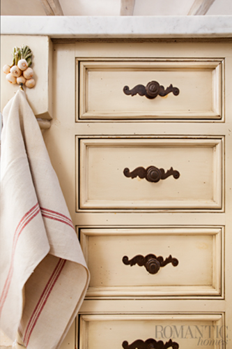 Low-sheen finishes enhance the rustic look.