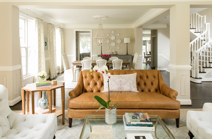Kathryn Ivey used a leather loveseat to balance the room's color palette.