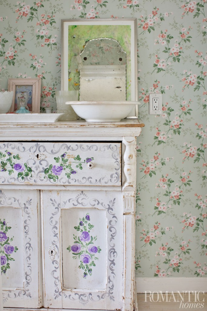 Rachel Ashwell's mix-and-match floral patterns
