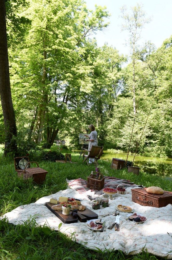 Plein air painting and picnic.