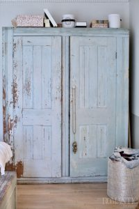 Rachel Ashwell's Shabby Chic blue painted closet