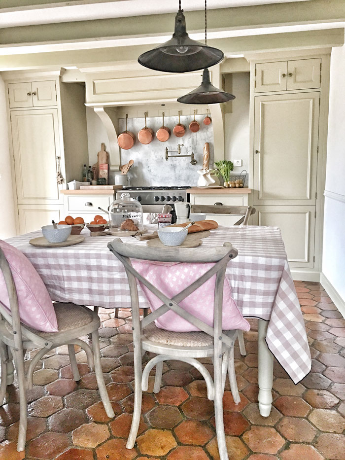 This vintage French kitchen has the brocante look you've always wanted