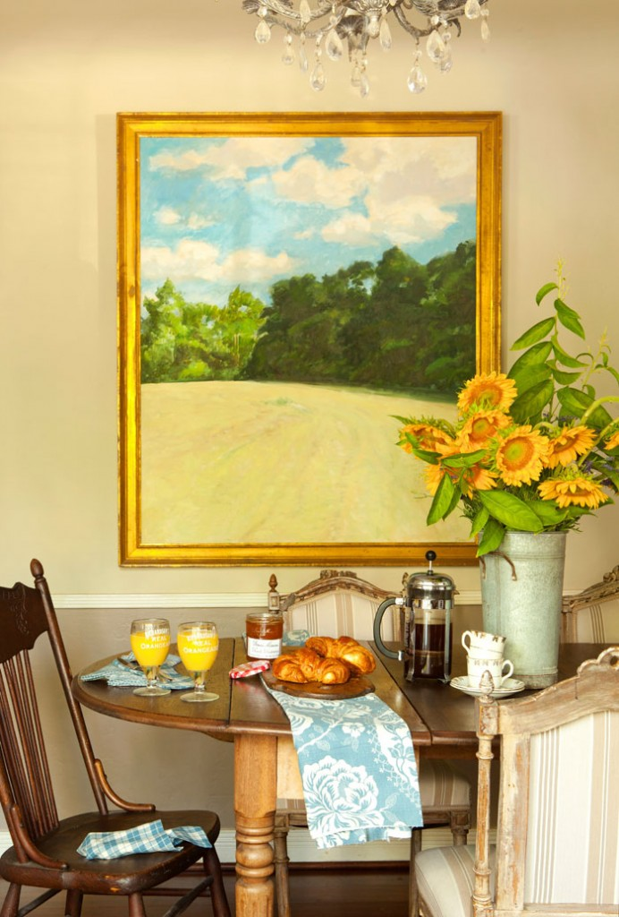 Kaari hung a rural painting in the kitchen along with an eclectic mix of chairs around the table. Creating elements of nature in your home is a sure way to achieve a provincial style.