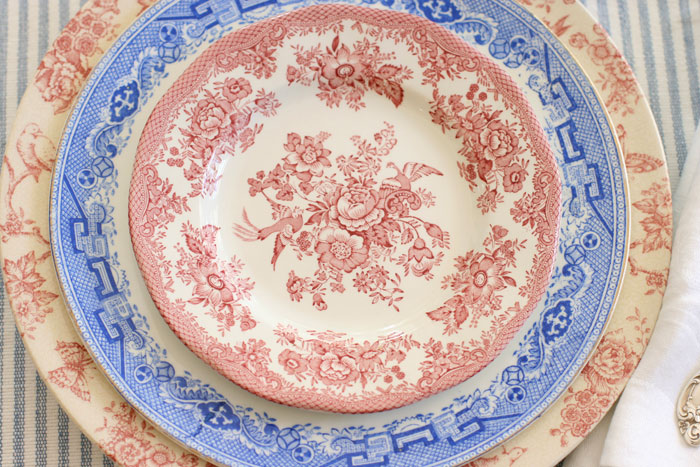 An up-close and personal look at all the details of these lovely transferware plates. By alternating red and blue colored dishes of various sizes, these plates take on their own patriotic charm.