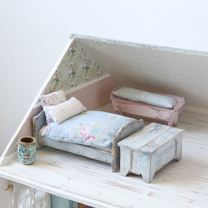 Shabby Chic Vintage Dollhouse Miniature Bedroom