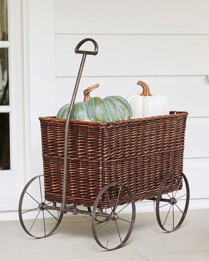 This decorative wicker basket will contribute to your indoor or outdoor harvest farmhouse decor.