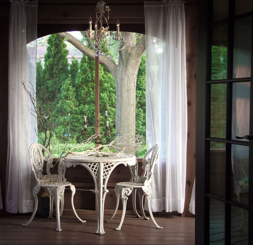 To enjoy the scenery outside, use minimal window treatments #romantichomes