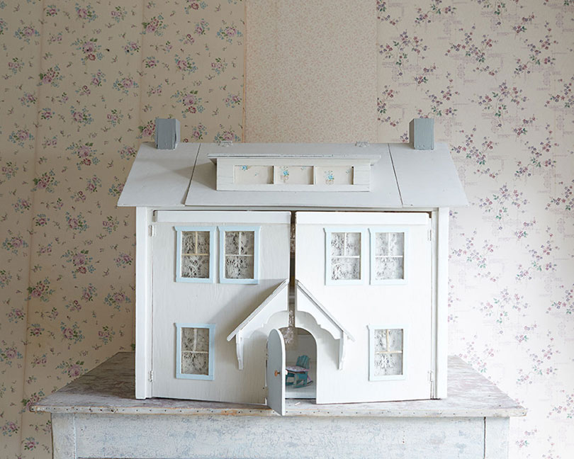 Shabby Chic Vintage Dollhouse by Ben Peck Whiston
