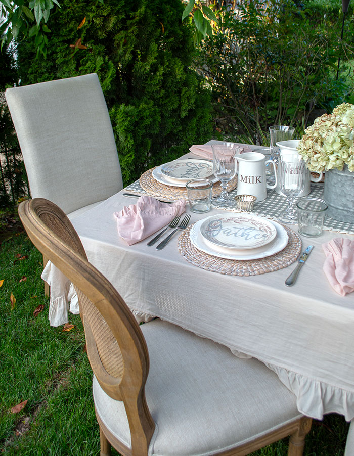 Make a memorable meal with romantic fall farmhouse table decor