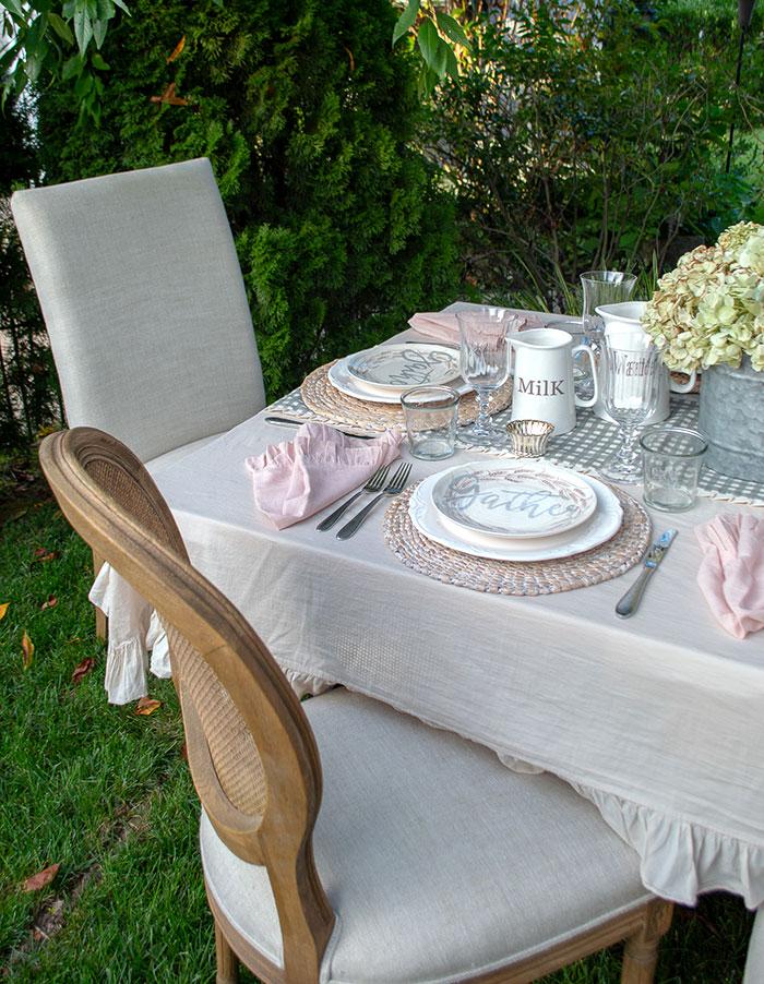 Make a memorable meal with romantic fall farmhouse table decor