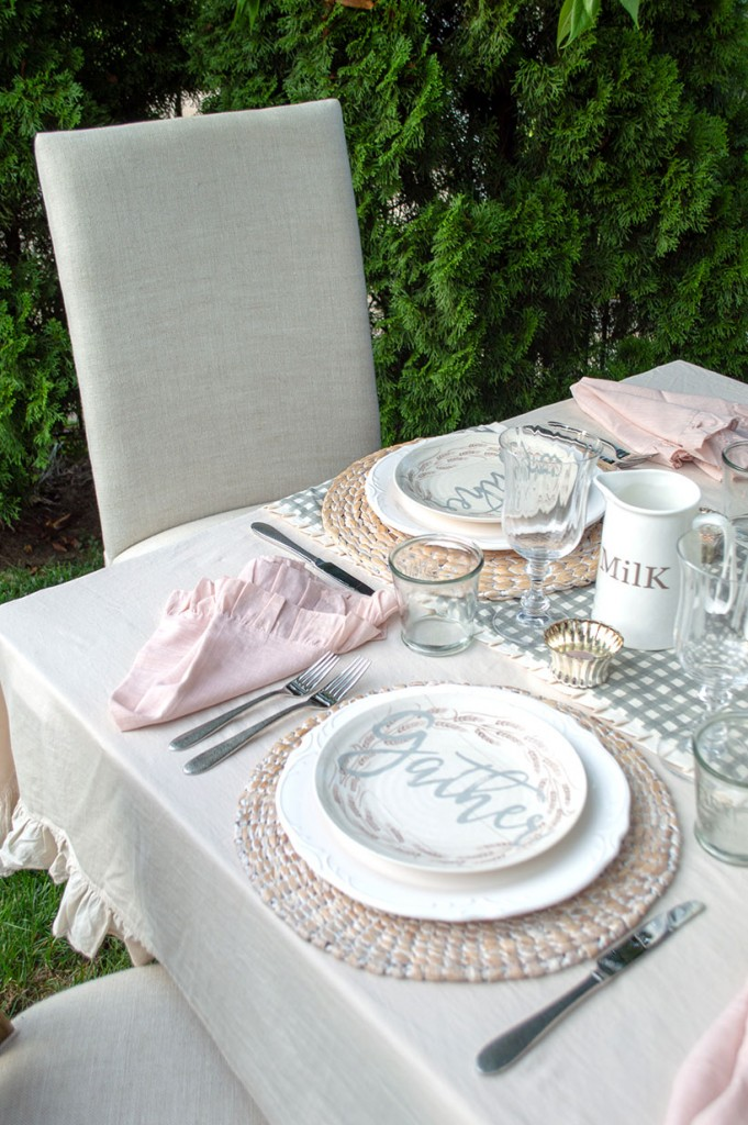 Enjoy an outdoor meal with a romantic fall farmhouse tablescape