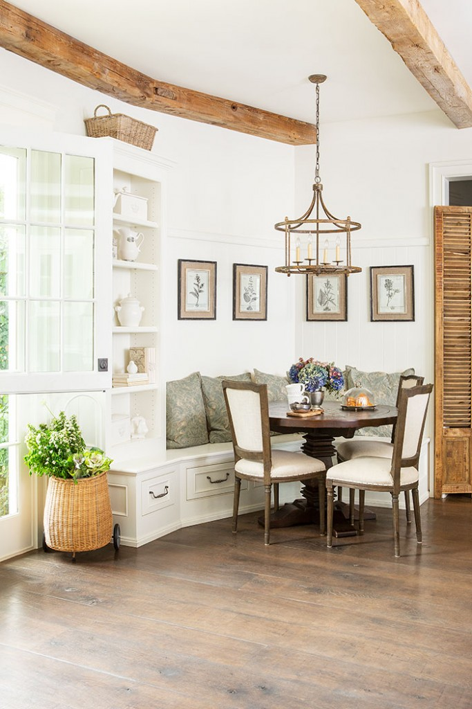 A Rustic and elegant breakfast nook.